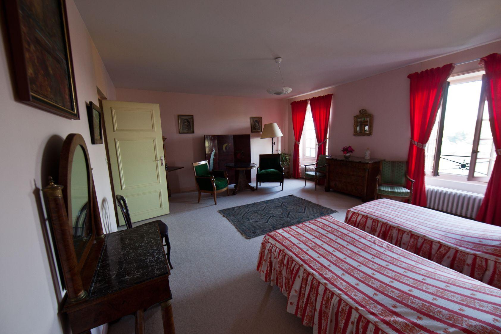 chambre rose la mouche abeille. Black Bedroom Furniture Sets. Home Design Ideas